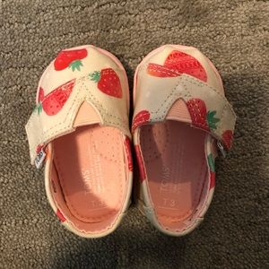 Toms Baby Strawberry and Cream classics size 3